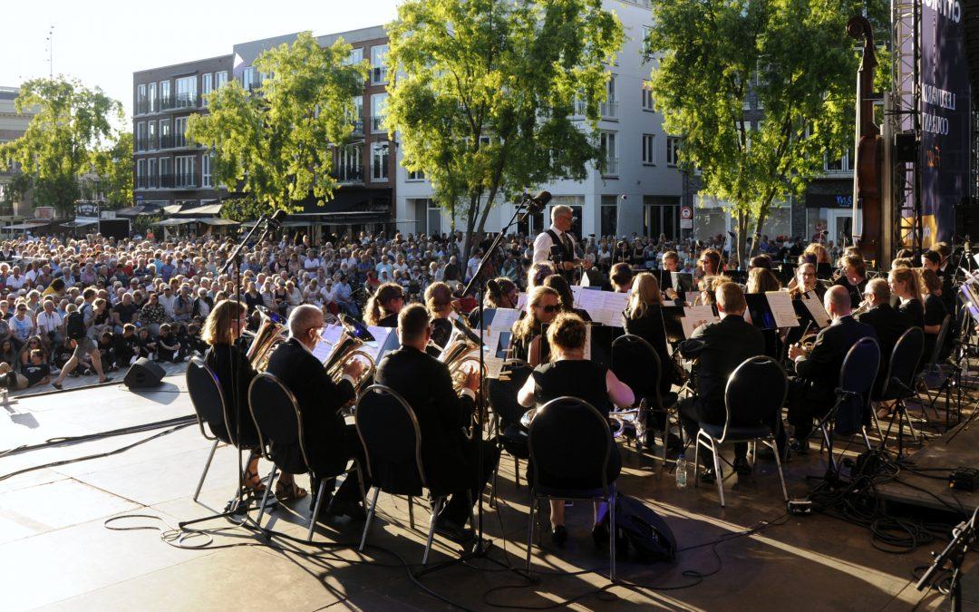 Megafestival Grutsk trekt tienduizenden bezoekers naar binnenstad